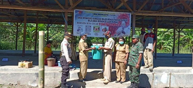 Tim Gugus Percepatan Penganan Covid-19 Kecamatan Altim Bagikan Masker Kepada Masyarakat