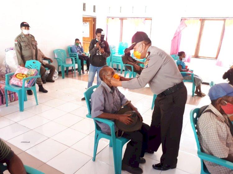 Pembagian Sembako Untuk Masyarakat Lansia Di Kecamatan Lembur