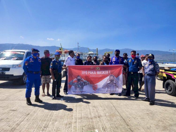 Satpolair Polres Alor Bersama Kepala KSOP Kalabahi Bagikan Masker Kepada Masyarakat