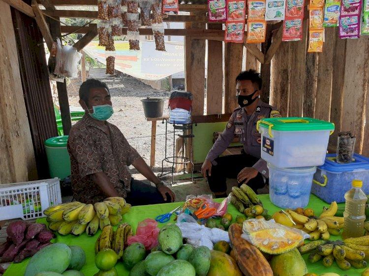 Bhabinkamtibmas Lakukan Patroli Dialogis Sambil Mengedukasi Masyarakat Tentang Protokol Kesehatan