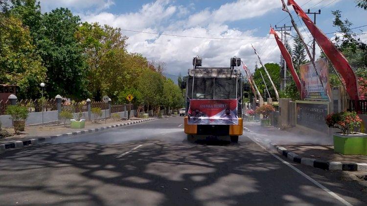 Penyemprotan Disinfektan Kembali di lakukan Dengan Mobil AWC Polres Alor