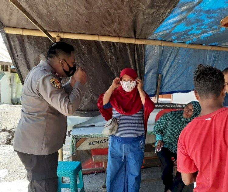 Pembagian Masker Gratis Kepada Warga Oleh Binmas Polres Alor