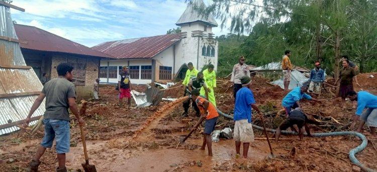 Tim Siaga Bencana Alam Polres Alor Lakukan Pencarian Korban Hilang Akibat Tanah Longsor