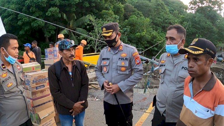 Bantuan Sembako dari Kapolri Langsung di Distribusikan Kepada Posko Darurat Bencana Alam oleh Kapolres Alor