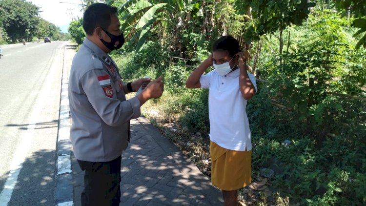 Himbauan dan Pembagian Masker Gratis Oleh Sat Binmas Polres Alor