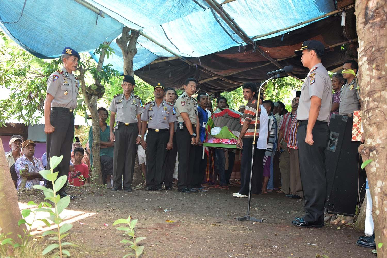 Polres Alor Laksanakan Upacara Pemakaman Almarhum Juru Tingkat I Sukardin Karim Djaha