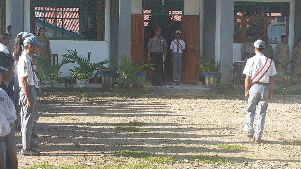 Waka Polres Alor Pimpin Upacara Bendera Di SMA Negeri 1 Kalabahi