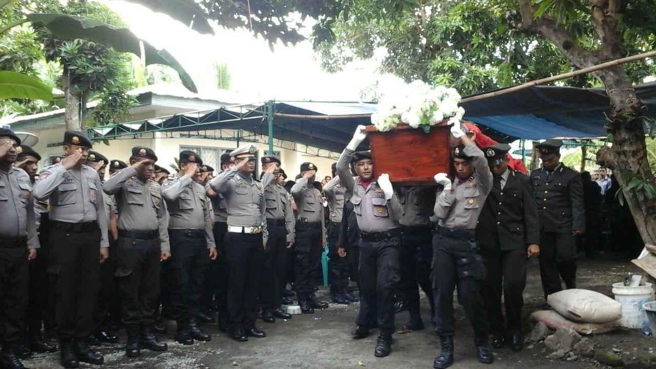 Waka Polres Alor Pimpin Upacara Pemakaman Purnawirawan Polri