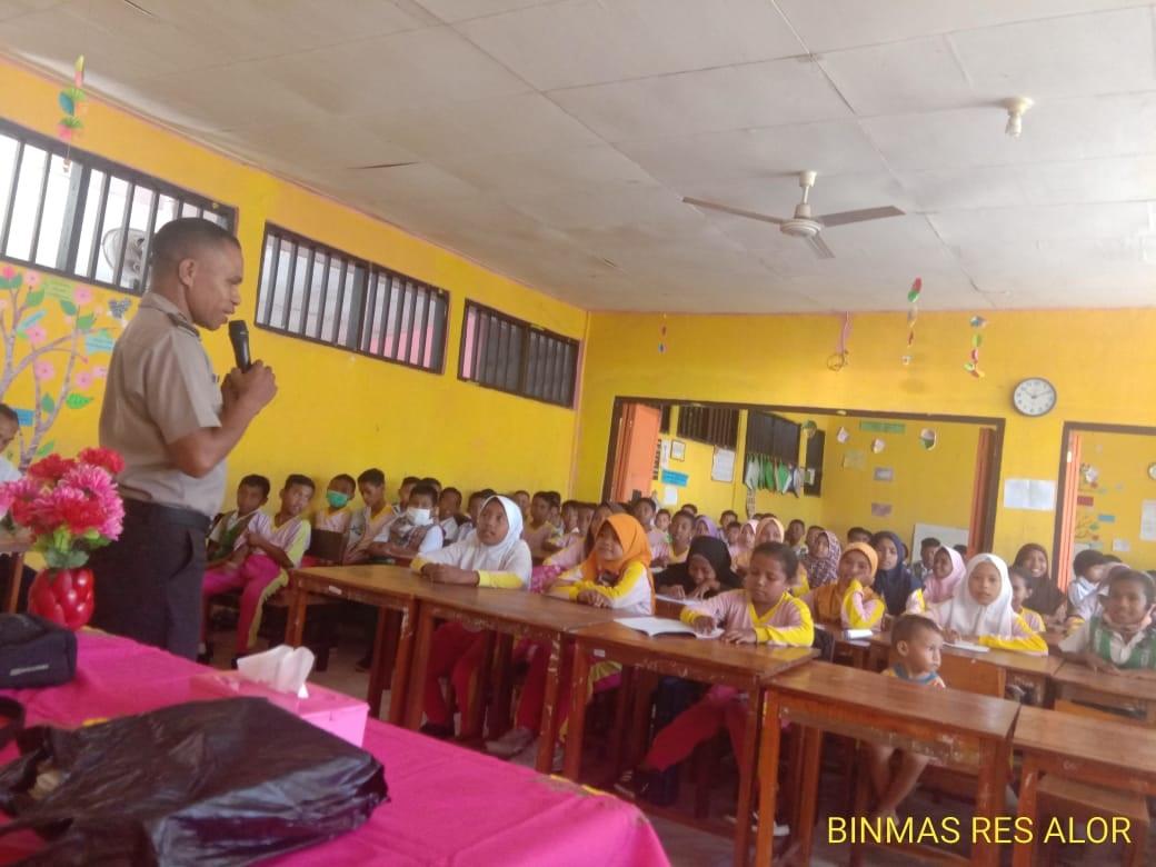 Polisi Sahabat Anak, Sat Binmas Polres Alor Sambangi Sekolah Dasar