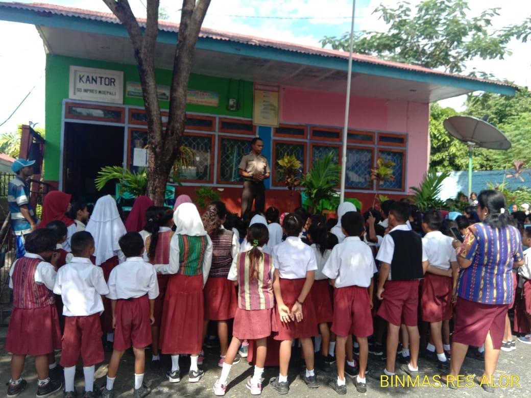 Sosialisasi Ke Sekolah, Binmas Polres Alor Ajak Pelajar Cerdas Menggunakan Media Sosial
