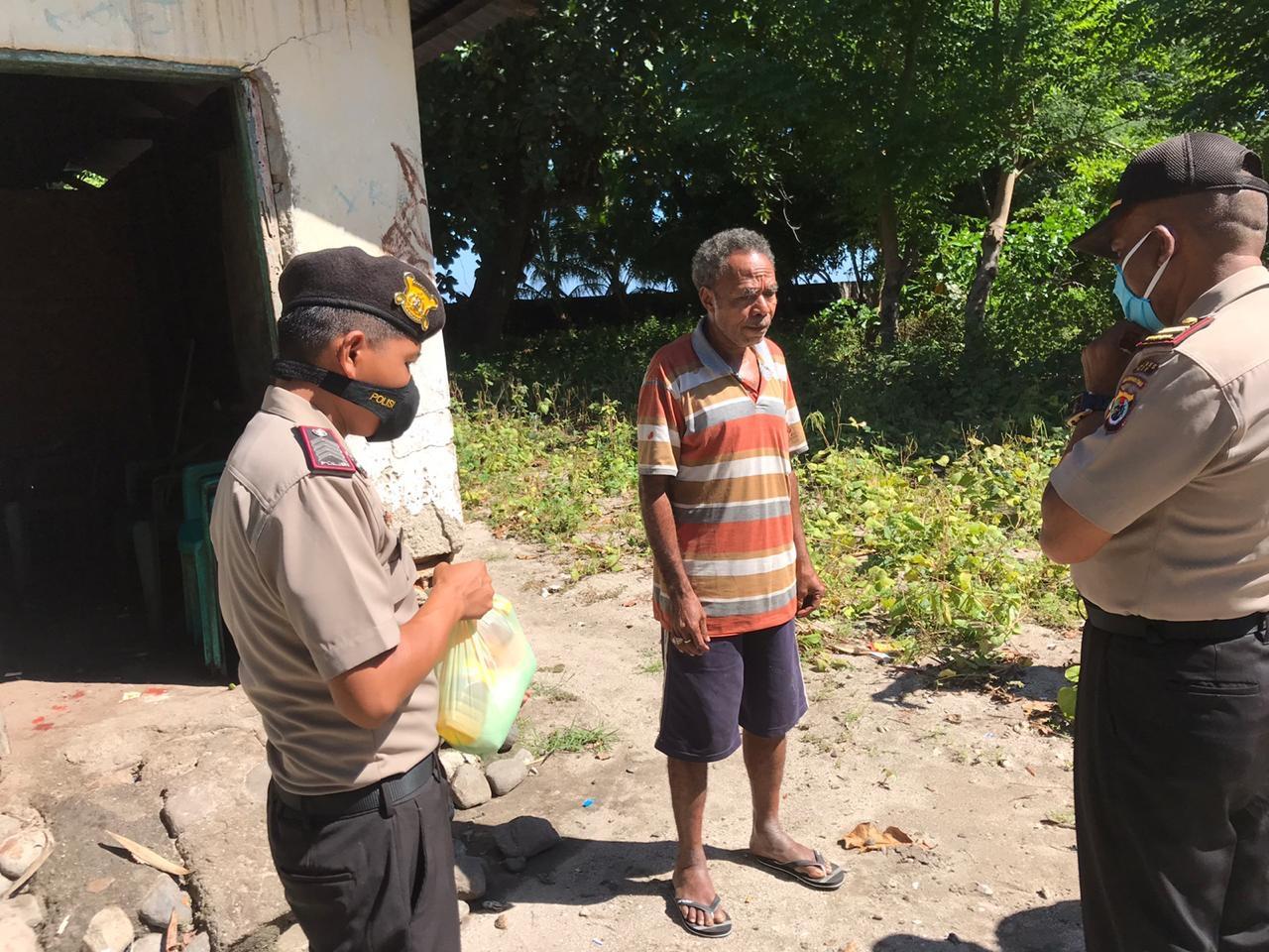 Polsek Pantar Salurkan Bantuan Sembako Dan Masker Kepada Warga Kurang Mampu